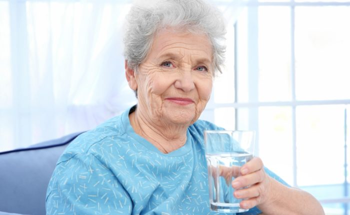 hidratare la batrani