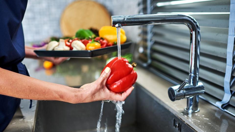 3 beneficii necunoscute ale apei filtrate